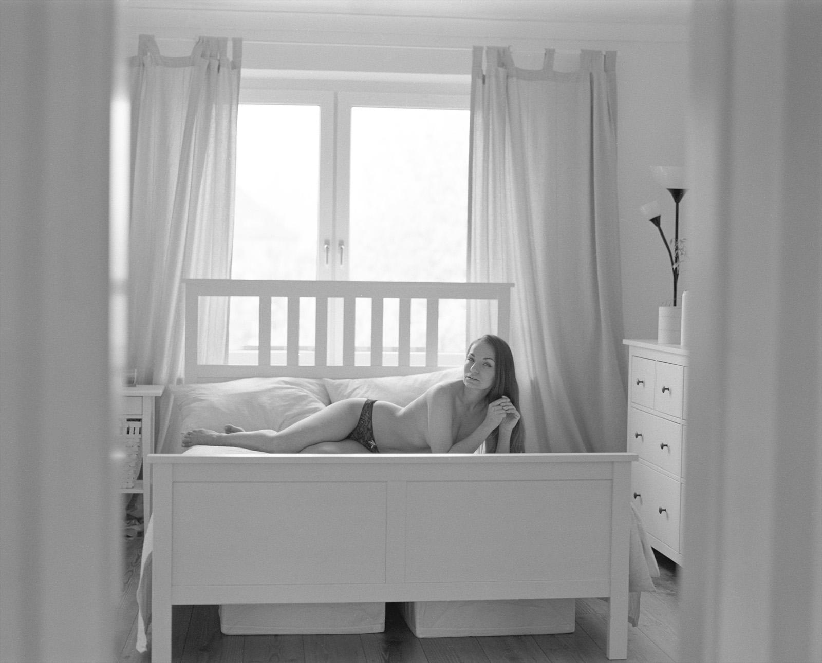 Anastasia auf ihrem Bett