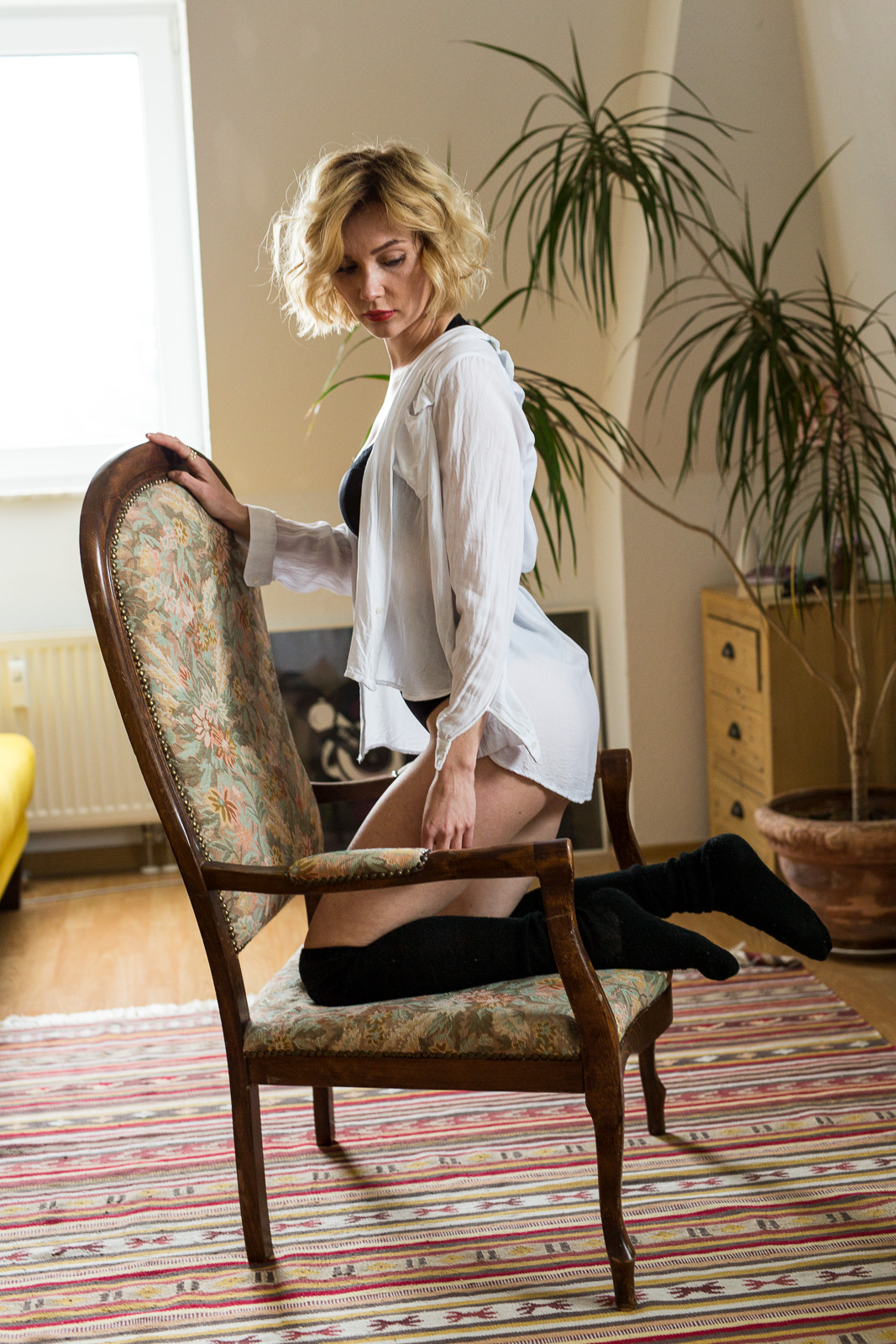 Boudoir-Foto von Maria im Sessel